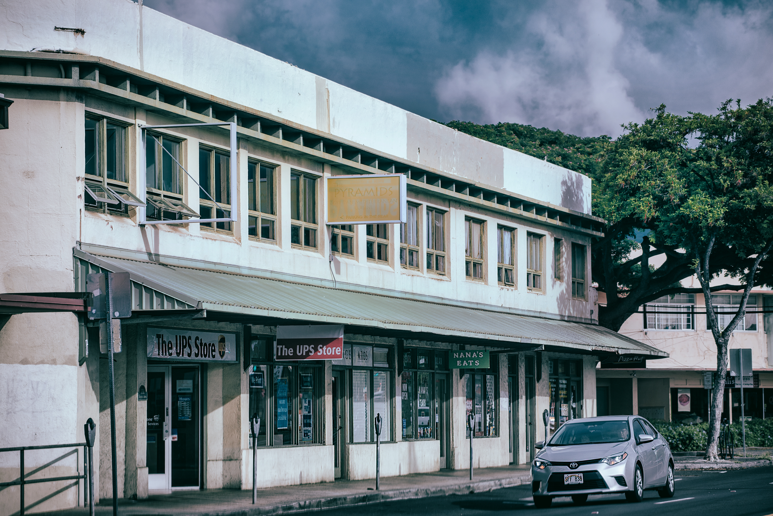 Local Scene, Kapahulu Ave.
