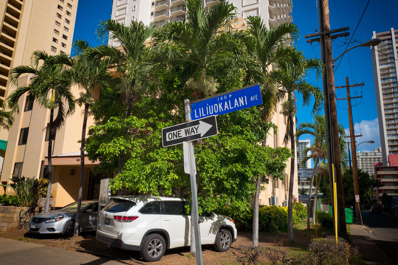 Liliuokalani Ave.
