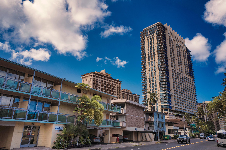 Saratoga Rd. Waikiki