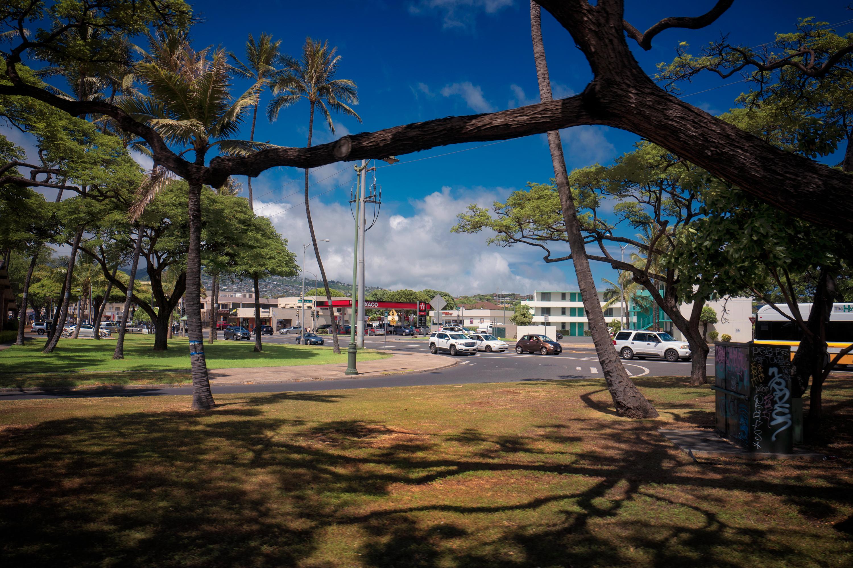 Kapahulu Ave
